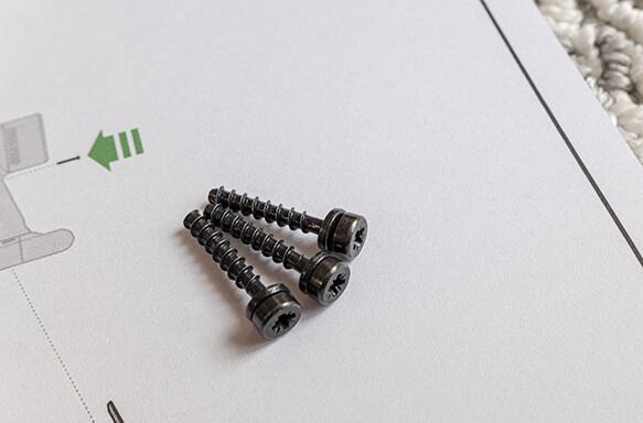 V8_バッテリー新しいネジ